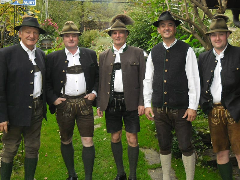 5 Sänger/Musikanten in steirischer Tracht
